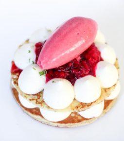 gâteau de pancake aux fruits rouges